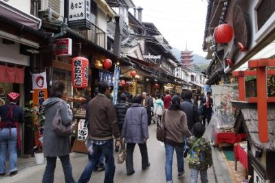 9-cities-relax-with-family-17-miyajima
